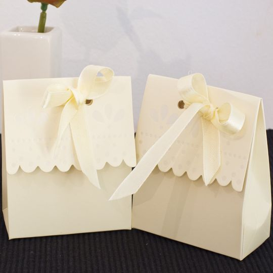 Scalloped edged favour boxes