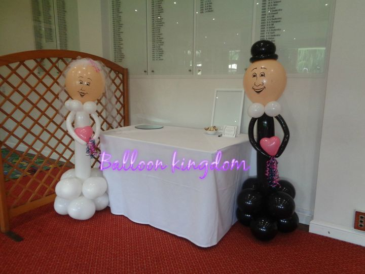 Bride and groom sculptures