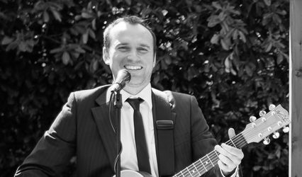Chris Fletcher - Solo Guitar & Vocalist
