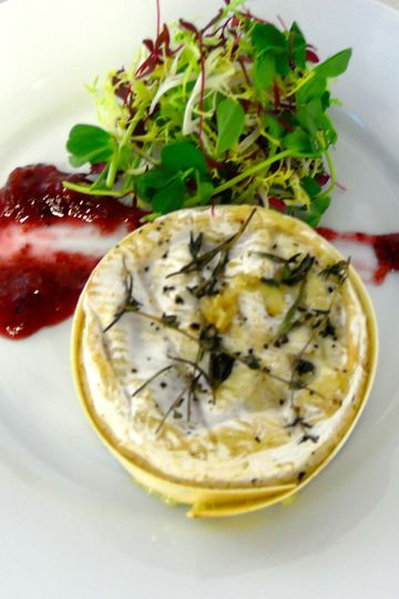 Baked camembert with red onion