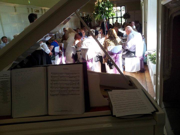 Elegant wedding pianist