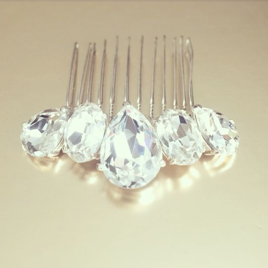 Silver crystal comb