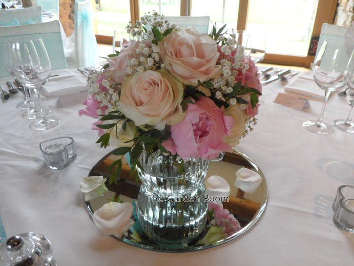 Hydrangea & rose table centre