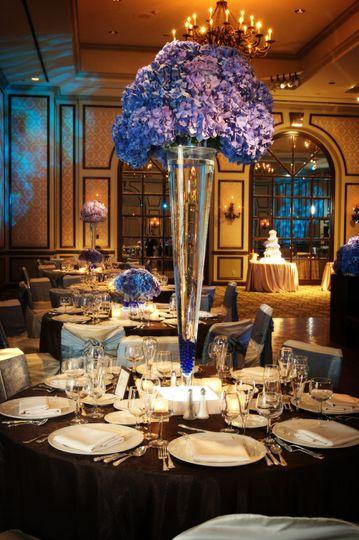 Grand vase display