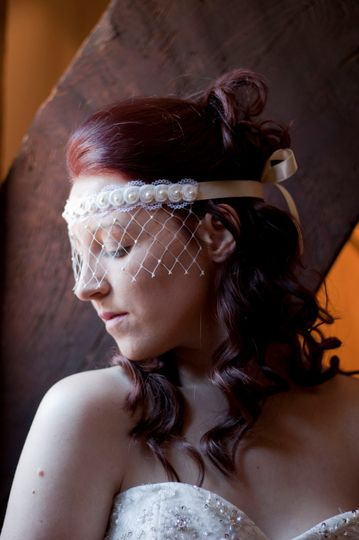 Lace veil mask with pearls