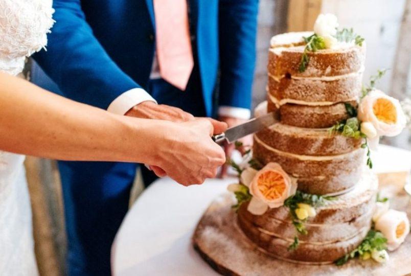 Naked Wedding cake decor