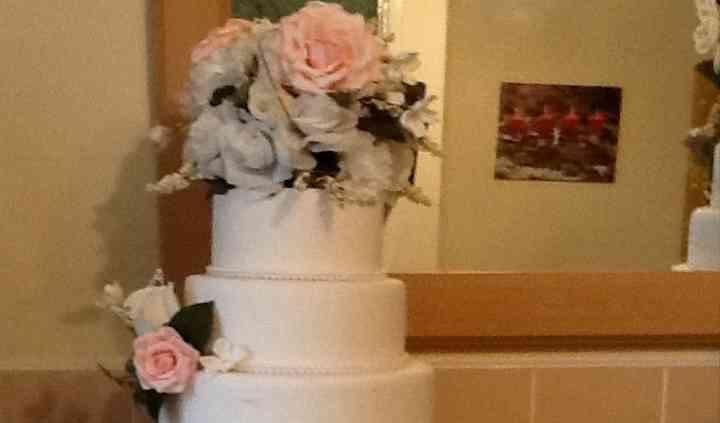 "6"" 8"" 10"" Cake & Flowers £405"