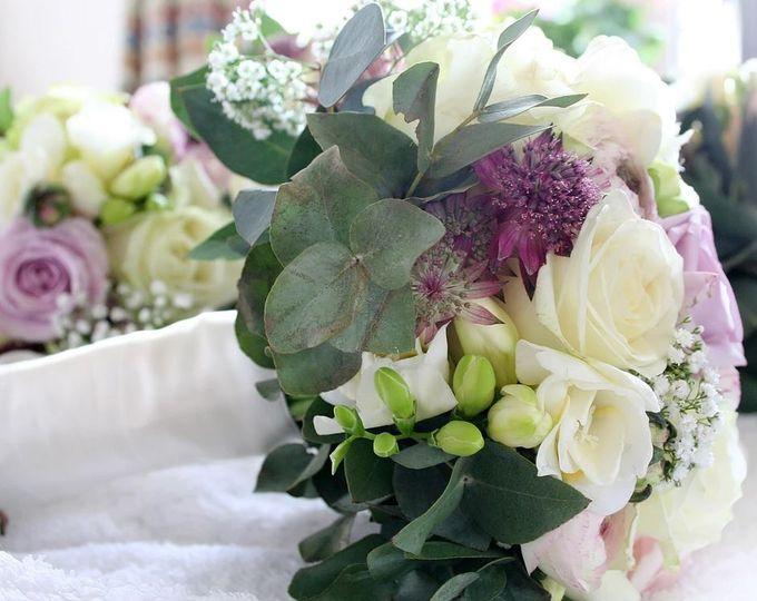 Blooms & flowers florist