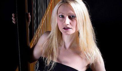 Karen - Harpist