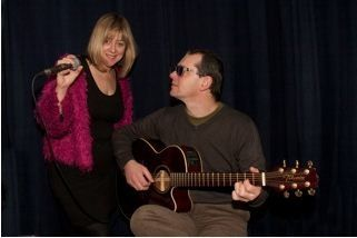 Emma and Pete acoustic duo