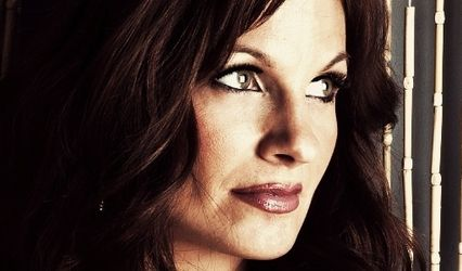 Laura Glavès - Mezzo Soprano 1
