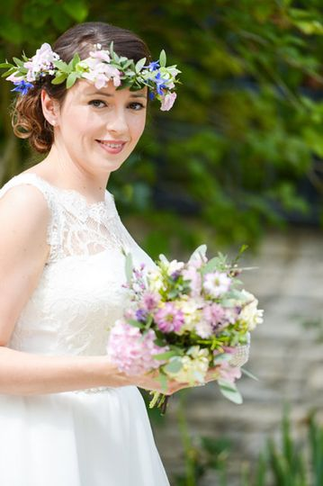 Bridal head circlet and bouquet.