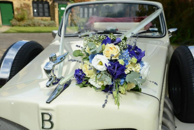 Cream/blue natural bouquet.