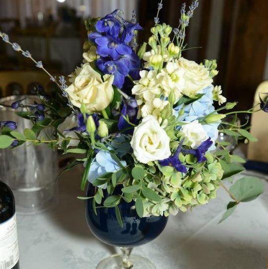 Cream and blue natural centrepiece.