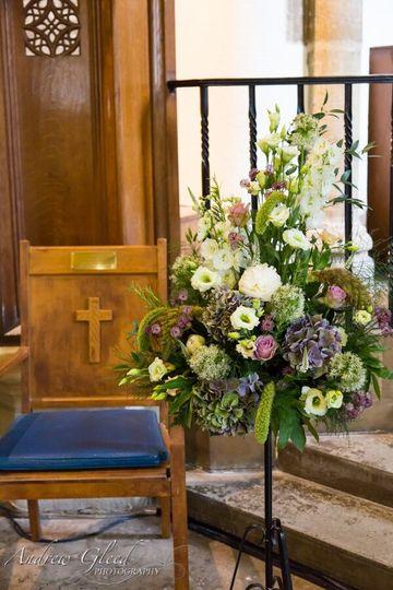 Pedestal arrangement.