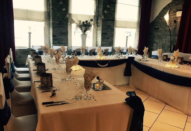 U-Shape - small wedding