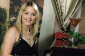 Clare Saunders - Pianist