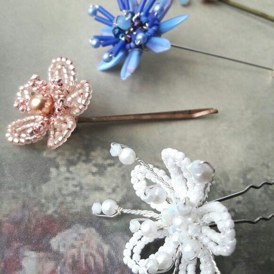 Hair/lapel/buttonhole pins
