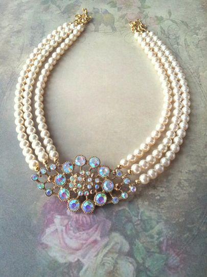 Vintage brooch pearl choker