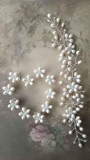 Freshwater pearl hair vine