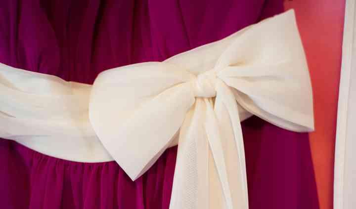 Bow detail on bridesmaid dress