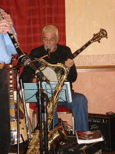 John / Guitar and Banjo