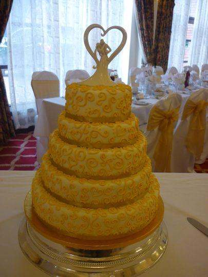 Gold swirl wedding cake