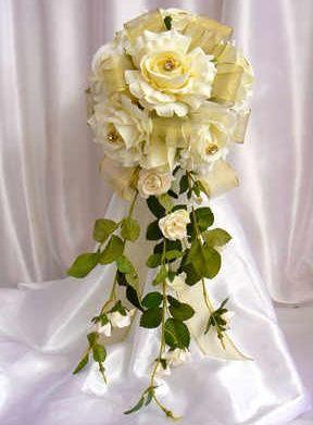 Cream & gold rose bouquet