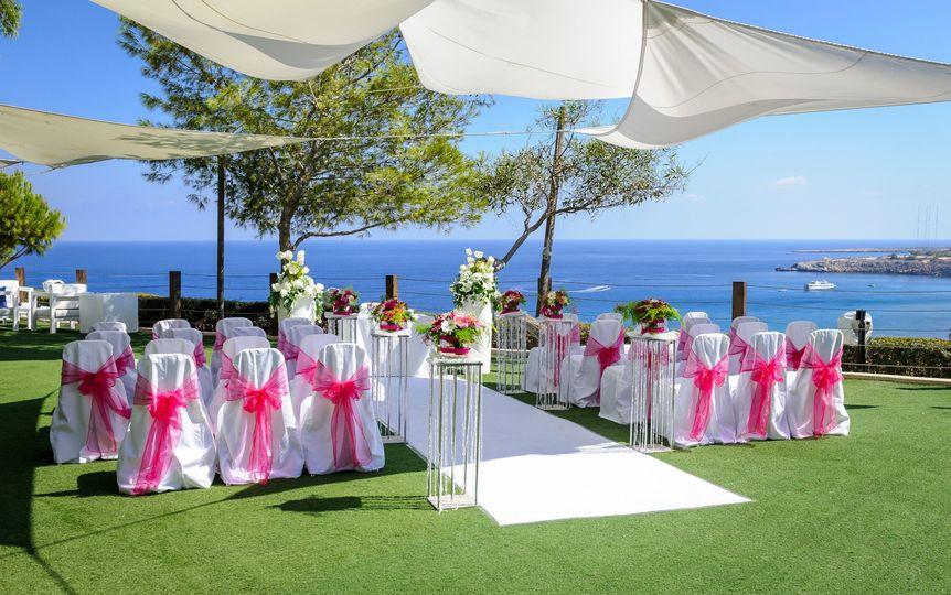 Cliff view wedding ceremony