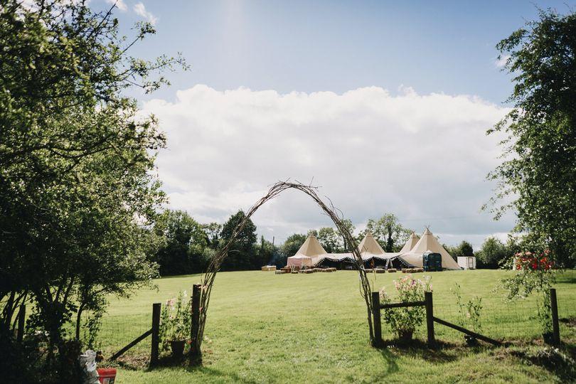 Arch to tipi wedding