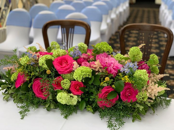 Hot pink and green ceremony
