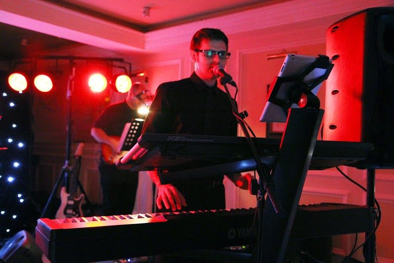 Scott Bramley - Singer and pianist