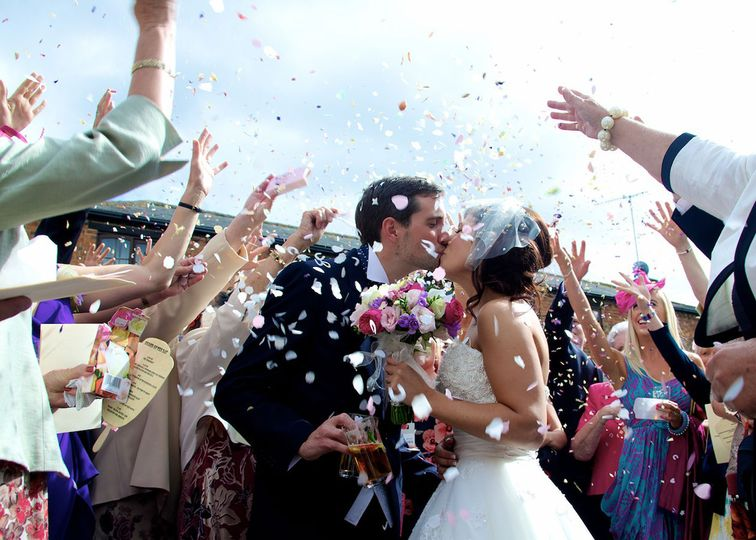 Confetti wedding couple