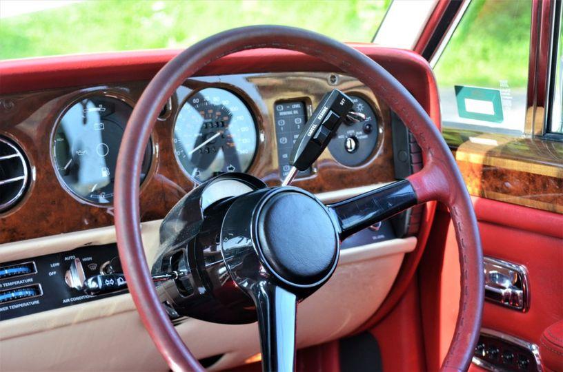 It even has a steering wheel!