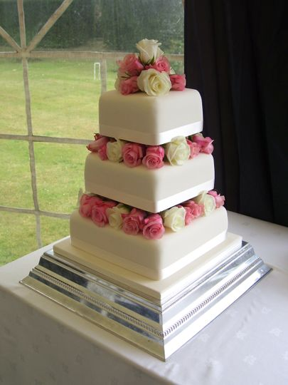 cake dressed with rose heads