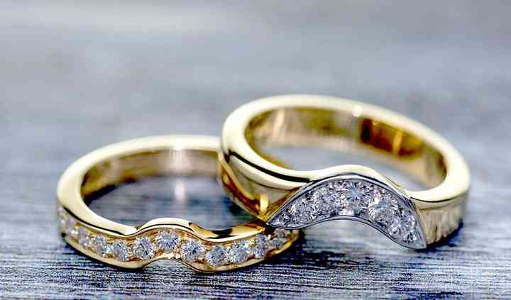Fitted diamond wedding rings