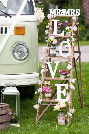 Vintage surrey wedding car