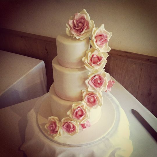 Vintage style rose cascade