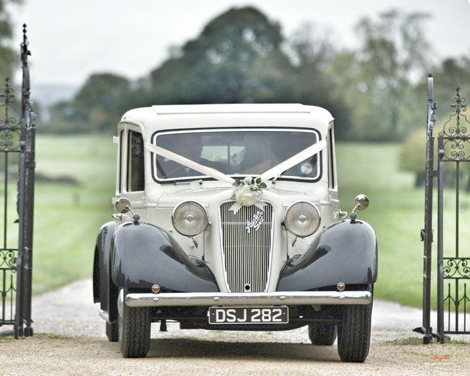 Monty - 7 seater limousine