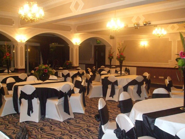white spandex chair covers with black satin sash, black table runners