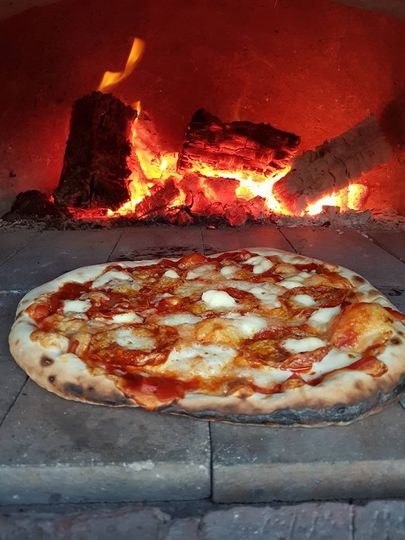 Creme wood fired pizzas