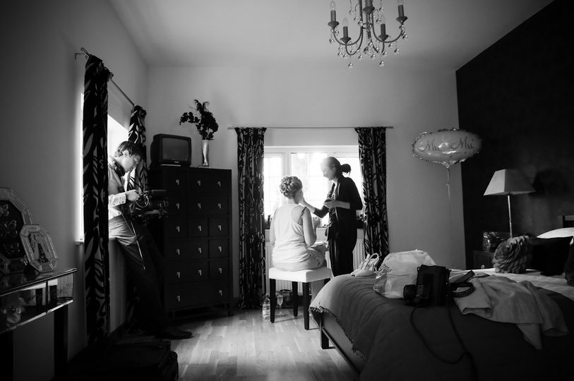 Bridal preparations by Celynnen Photography