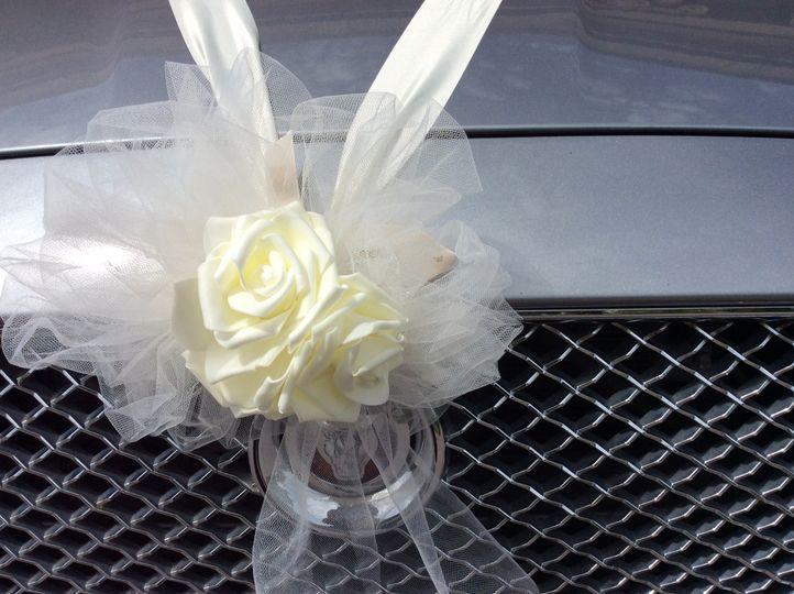 Ivory bonnet arrangement