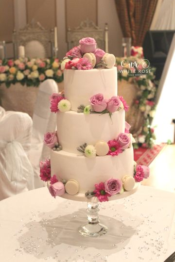 Fresh Flowers Icedwedding Cake From White Rose Cake Design Photo 14