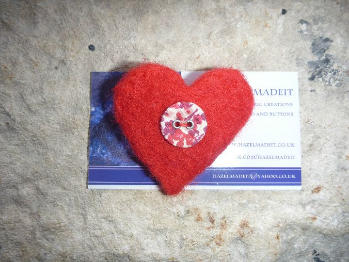Small needlefelted red heart, floral button