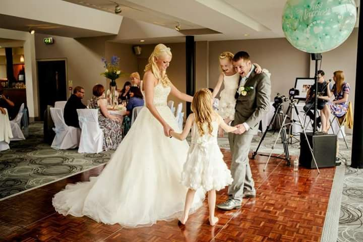Live music, first dance