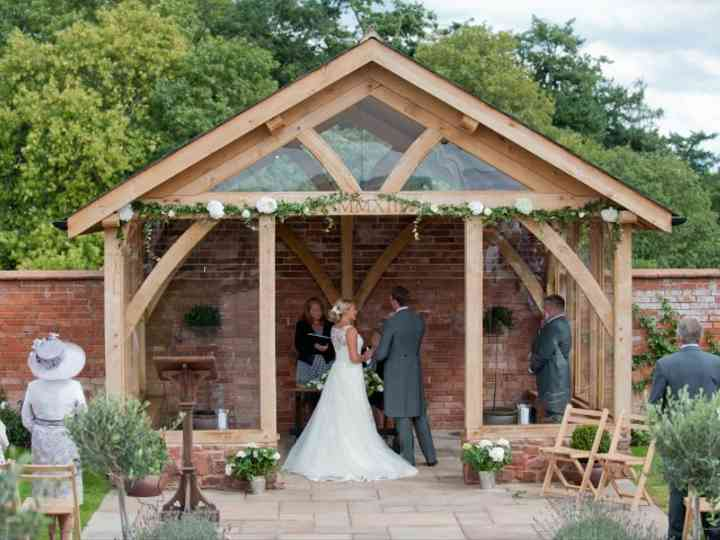 7 Gorgeous Barn Wedding Venues in Devon
