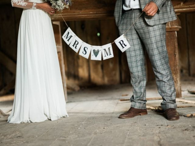 25 Charming Ideas for Your Barn Wedding