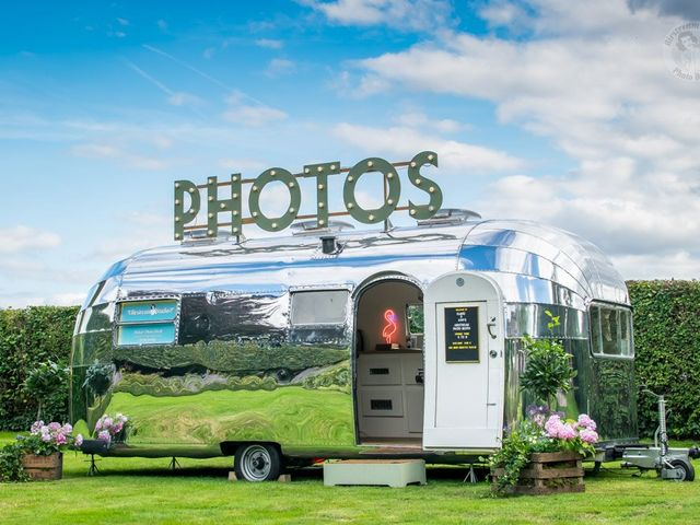 Your Guide to Creating an Amazing Wedding Photo Booth