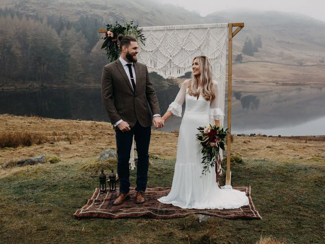 The Right Way to Announce Your Elopement